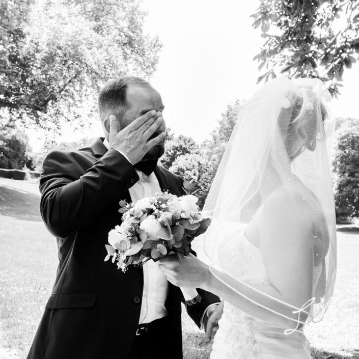 l'émotion d'un futur marié