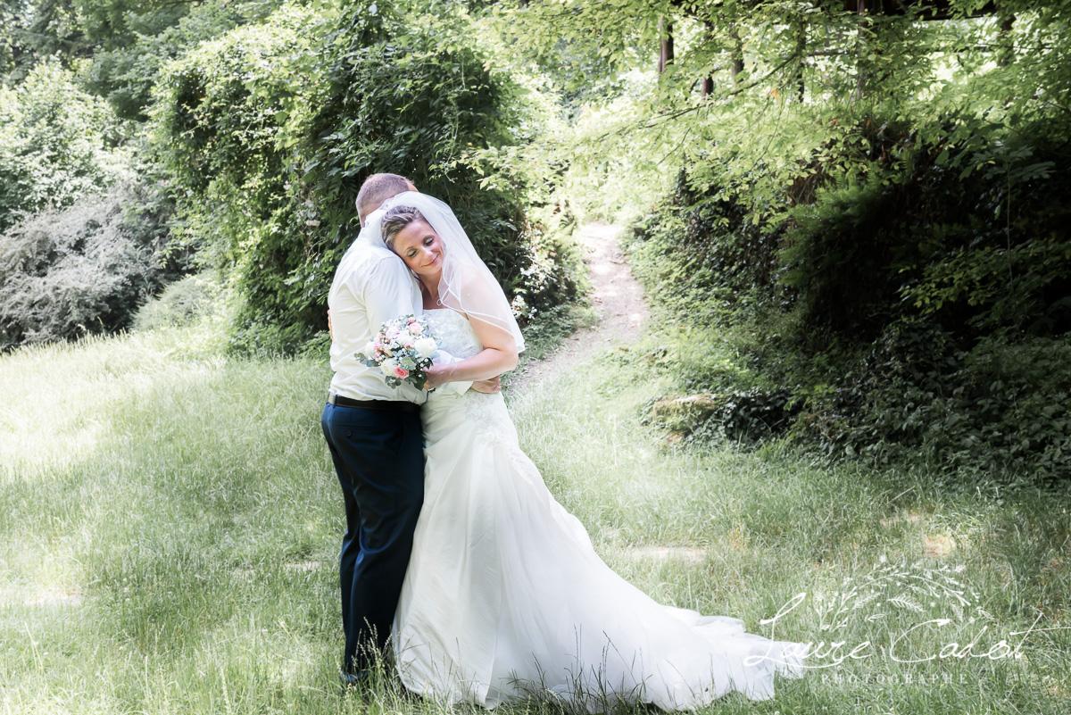 un couple de futur mariés