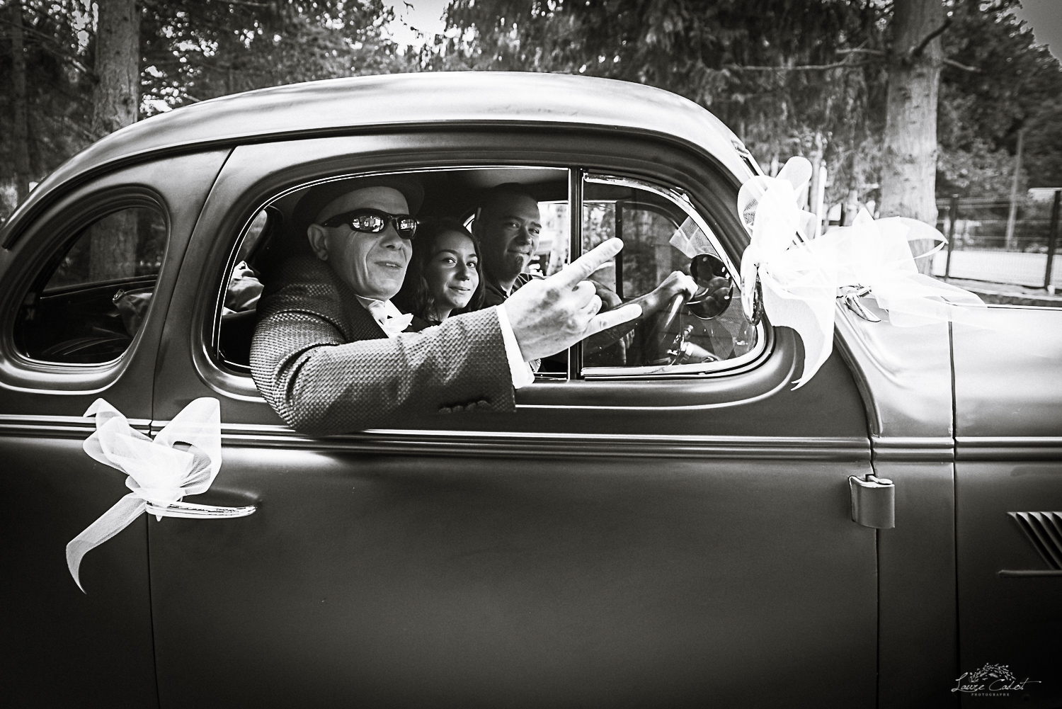 mariage avec voiture rock and roll